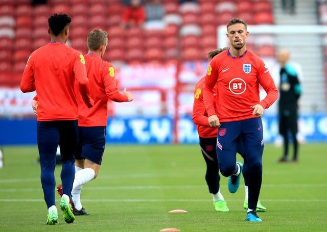 Jordan Henderson warms up with England