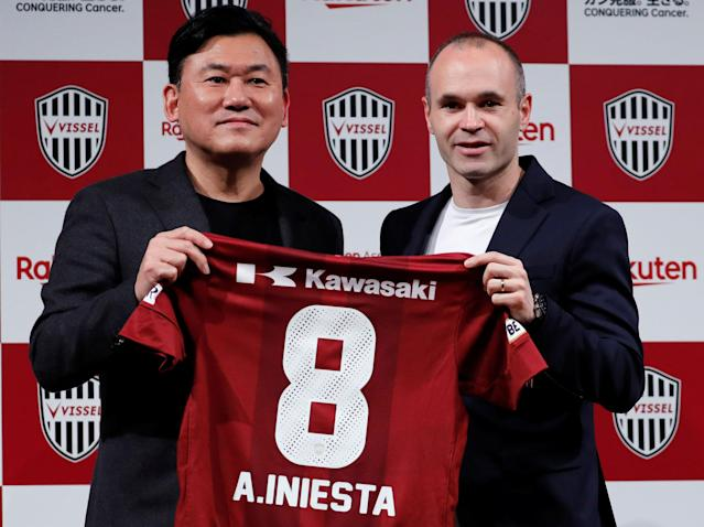 Spain midfielder Andres Iniesta and Hiroshi Mikitani, Chairman and CEO of Rakuten Inc and the owner of Vissel Kobe, pose with Iniesta's new team jersey at a news conference to announce signing for J-League side Vissel Kobe in Tokyo, Japan May 24, 2018. REUTERS/Toru Hanai