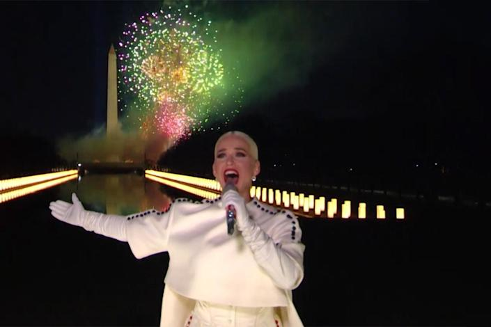 """<p>Katy Perry ended out the night singing her hit """"Firework"""" with a grand display of actual fireworks lighting up the sky.</p>"""