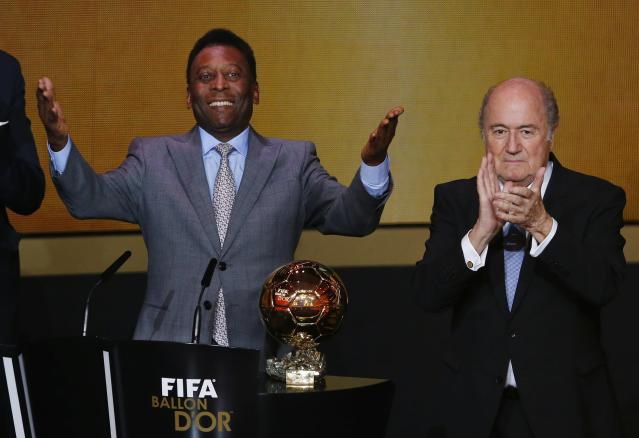 Pele acknowledges the crowd after being awarded the FIFA honorary award beside FIFA President Sepp Blatter during the FIFA Ballon d'Or 2013 soccer awards ceremony in Zurich January 13, 2014. REUTERS/Arnd Wiegmann (SWITZERLAND - Tags: SPORT SOCCER)