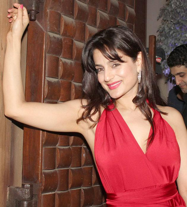 Amisha Patel waves to the shutterbugs