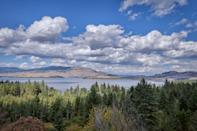<p>With it's easy access to Glacier National Park and the pristine fresh water of Flathead Lake, Flathead Valley is also an ideal stop on the way to the artsy Big Fork suburb.<br></p>