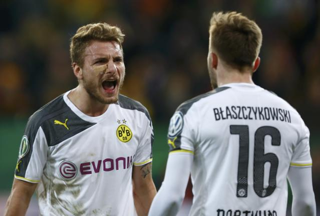 Borussia Dortmund's Italian striker Ciro Immobile (L) celebrates his second goal against Dynamo Dresden with Polish striker and fellow team mate Jakub Blaszczykowski during their German Cup (DFB Pokal) soccer match against in Dresden March 3, 2015. REUTERS/Hannibal Hanschke (GERMANY - Tags: SOCCER SPORT) DFB RULES PROHIBIT USE IN MMS SERVICES VIA HANDHELD DEVICES UNTIL TWO HOURS AFTER A MATCH AND ANY USAGE ON INTERNET OR ONLINE MEDIA SIMULATING VIDEO FOOTAGE DURING THE MATCH.