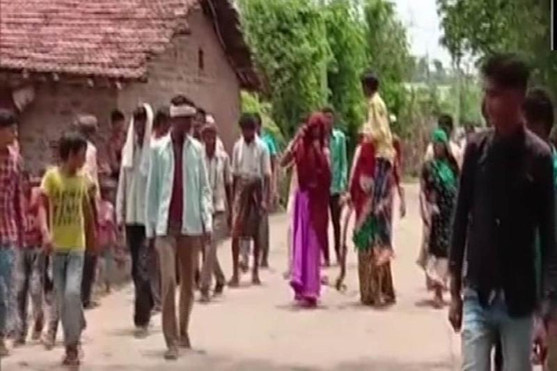 Panchayat Orders MP Woman to Carry Husband on Her Shoulders as Punishment for 'Extramarital Affair'