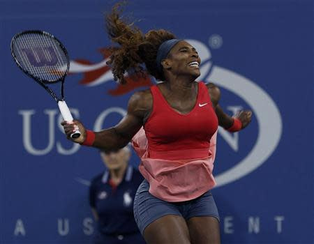 Serena Williams of the U.S. celebrates after defeating Victoria Azarenka of Belarus in their women's singles final match at the U.S. Open tennis championships in New York September 8, 2013. REUTERS/Adam Hunger