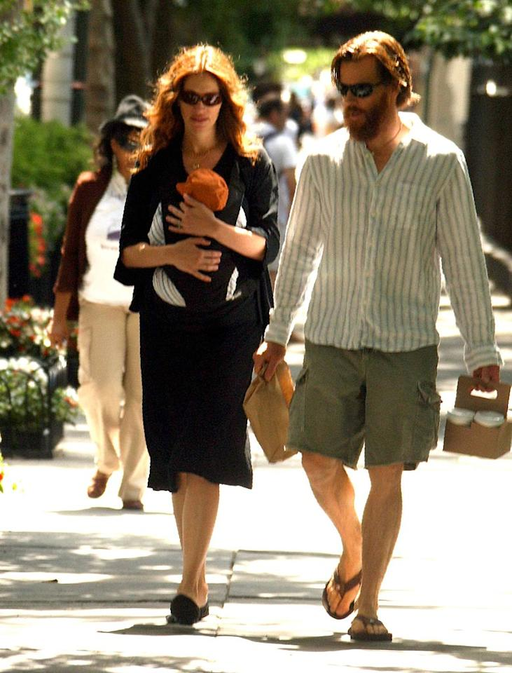 """Julia Roberts and her husband Danny Moder expanded their family to five on June 18 with the arrival of little Henry Daniel. The couple also has three-year-old twins. <a href=""""http://www.x17online.com"""" target=""""new"""">X17 Online</a> - July 20, 2007"""