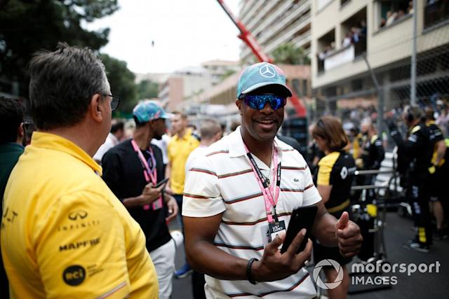 "El comediante y actor Chris Tucker en la parrilla <span class=""copyright"">Joe Portlock / Motorsport Images</span>"