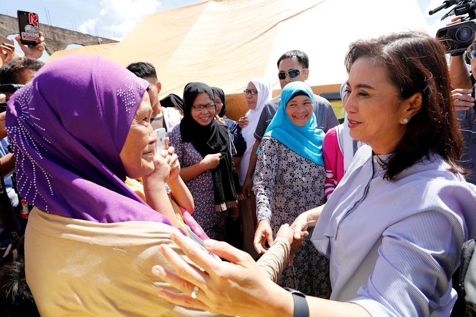 Philippines Vice-President Leni Robredo greets evacuated families at an evacuation center outside Marawi while government forces still fighting insurgents from the Maute group in Marawi, Philippines June 26, 2017. REUTERS/Jorge Silva