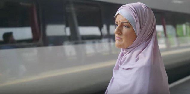 "Katie Freeman dons 'brownface' to go undercover as a Muslim woman in the Channel 3 documentary ""My Week As A Muslim."" (Channel 4 / YouTube)"