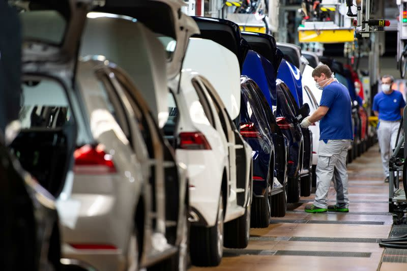 German industry orders in record slump, but worst is likely over