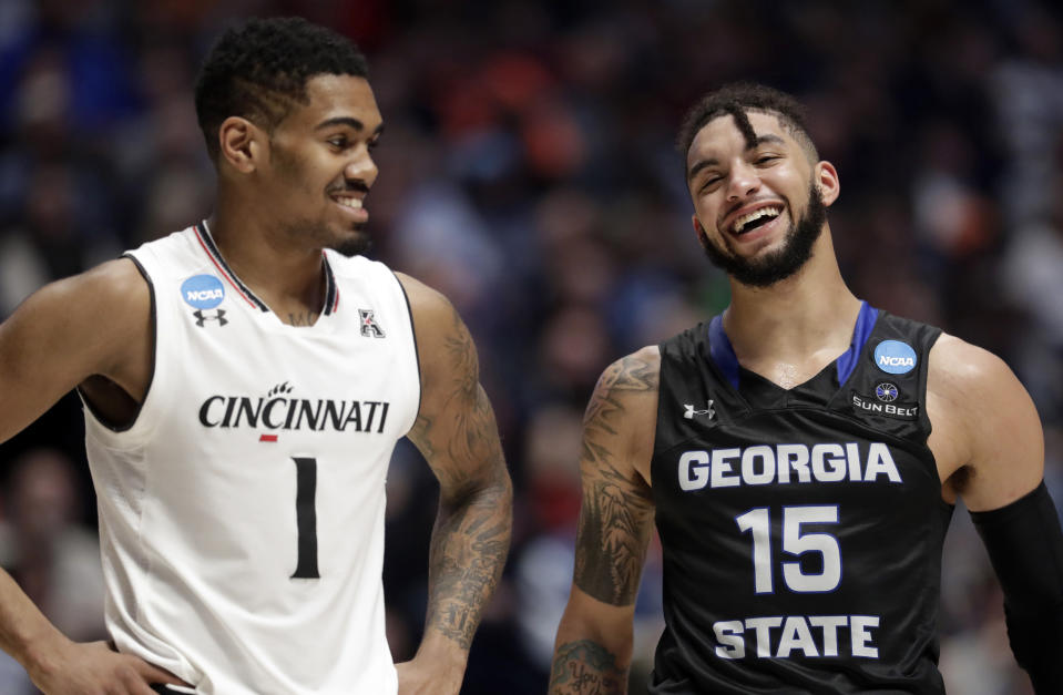Georgia State guard D'Marcus Simonds (R) laughs with Cincinnati guard Jacob Evans (1) in the second half of a first-round game of the NCAA college basketball tournament in Nashville, Tenn., Friday, March 16, 2018. Cincinnati won 68-53. (AP Photo/Mark Humphrey)