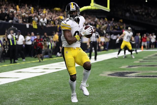 """<a class=""""link rapid-noclick-resp"""" href=""""/nfl/players/24171/"""" data-ylk=""""slk:Antonio Brown"""">Antonio Brown</a> hinted on Instagram on Friday that he wants to play for San Francisco next fall, posting a photoshopped picture of him in a 49ers jersey with Jerry Rice. (Chris Graythen/Getty Images)"""