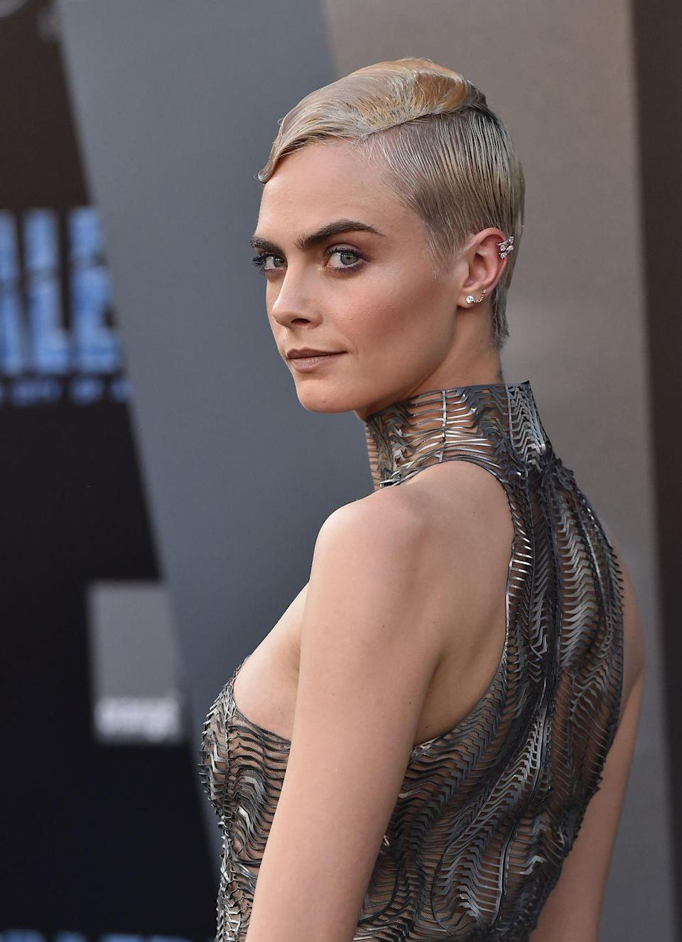 <p>Cara's chain joint studs and jagged diamond helix earring create the perfect ear bling to compliment her cool as hell metallic, space-y get up. </p>