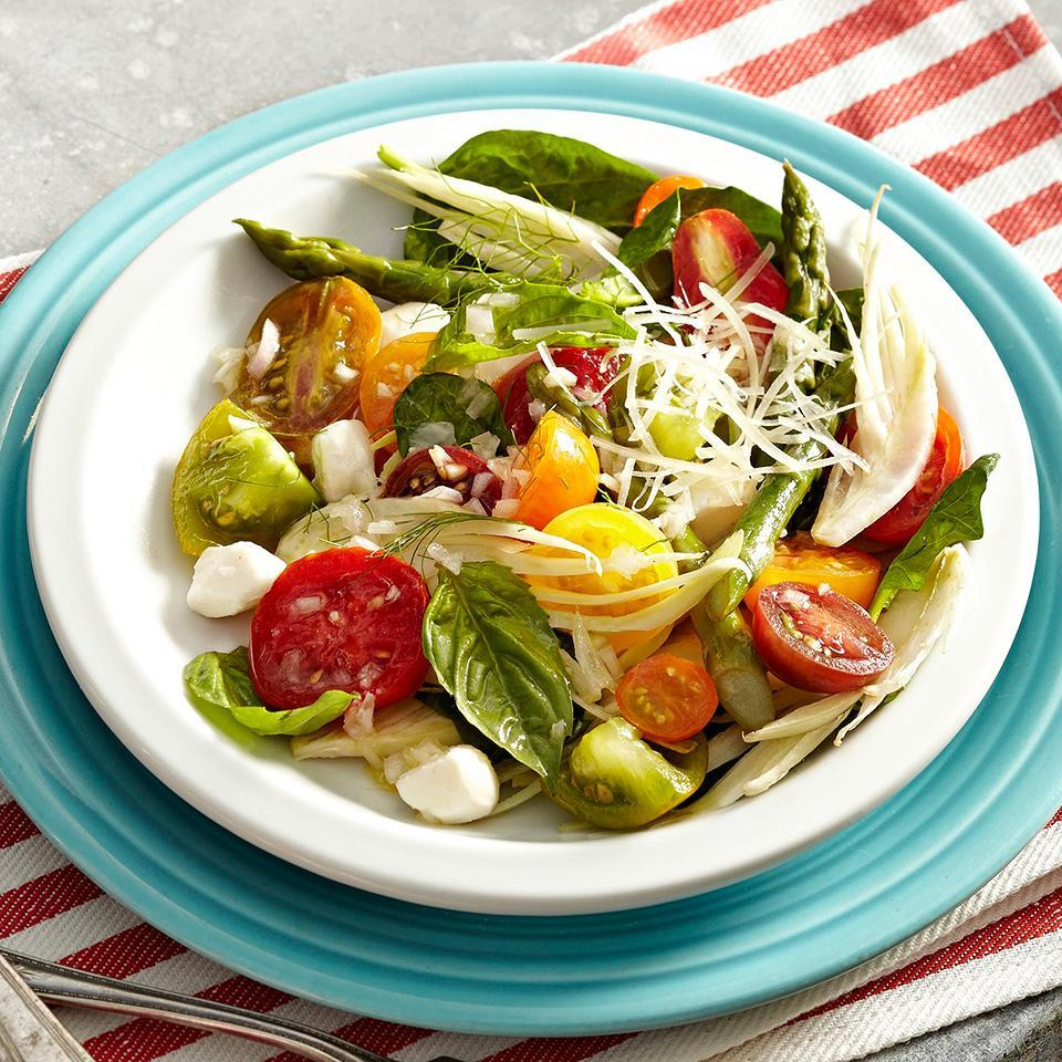 <p>Fennel brings an anise flavor to this tomato basil Caprese salad.</p>