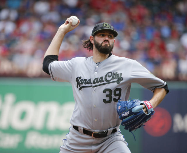 Kansas City Royals starting pitcher Jason Hammel throws against the Texas Rangers during the first inning of a baseball game Sunday, May 27, 2018, in Arlington, Texas. (AP Photo/Michael Ainsworth)