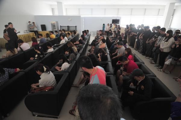 (141231) -- JAKARTA, Dec. 31, 2014 (Xinhua) -- Relatives of people on Indonesia AirAsia's flight QZ8501 pray together at Juanda International Airport in Surabaya, Indonesia, Dec. 31, 2014. Indonesian rescuers searching for the missing AirAsia plane have spotted six bodies and recovered three from waters off the southern coast of Kalimantan island, shortly after they observed floating debris later confirmed to be from the ill-fated plane. (Xinhua/Zulkarnain/IANS)