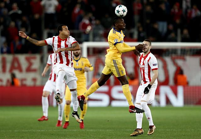 Soccer Football - Champions League - Olympiacos vs Juventus - Karaiskakis Stadium, Piraeus, Greece - December 5, 2017 Juventus' Blaise Matuidi in action with Olympiacos' Filipe Pardo REUTERS/Costas Baltas