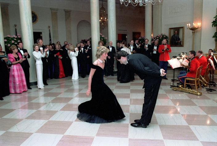 Princess Diana dances with John Travolta in the Cross Hall of the White House in Washington, D.C at a Dinner for Prince Charles and Princess Diana of the United Kingdom on November 9, 1985 Mandatory (Alamy)