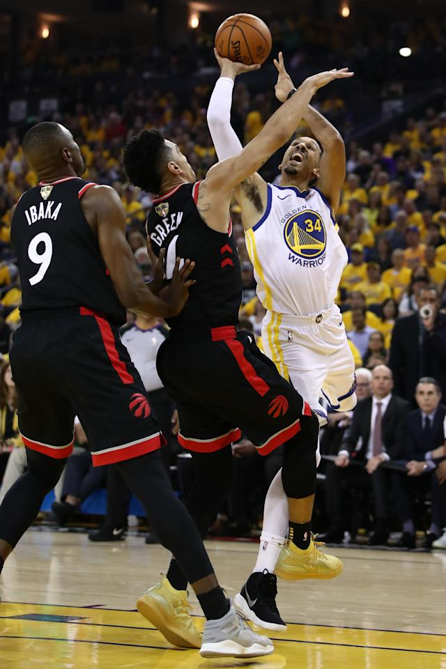 Shaun Livingston #34 of the Golden State Warriors attempts a shot against the Toronto Raptors in the first half. (Photo by Ezra Shaw/Getty Images)