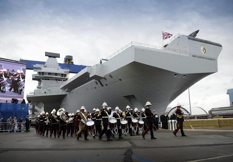 A British military band marches past during a ship-naming ceremony conducted at Rosyth Dockyard in Rosyth, Scotland on July 4, 2014 (AFP Photo/Thomas Tam McDonald)