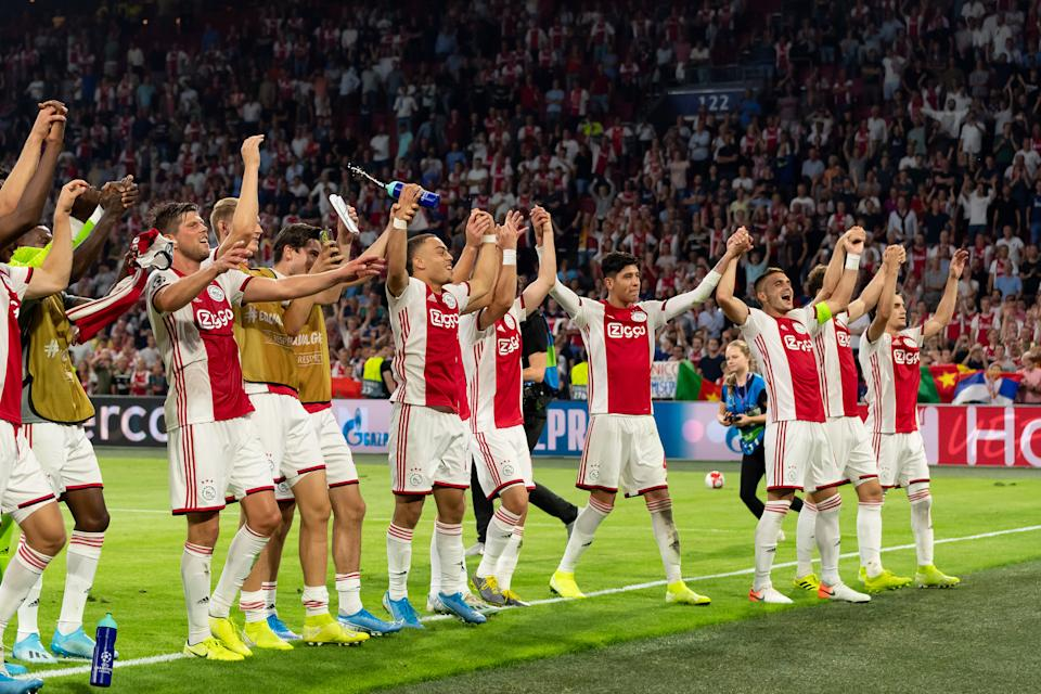 AMSTERDAM, NETHERLANDS - AUGUST 28:the player´s of Ajax celebrate after winning during the UEFA Champions League Play Off match between Apoel Nicosia and Ajax at Johan Cruyff Arena on August 28, 2019 in Amsterdam, Netherlands. (Photo by TF-Images/Getty Images)