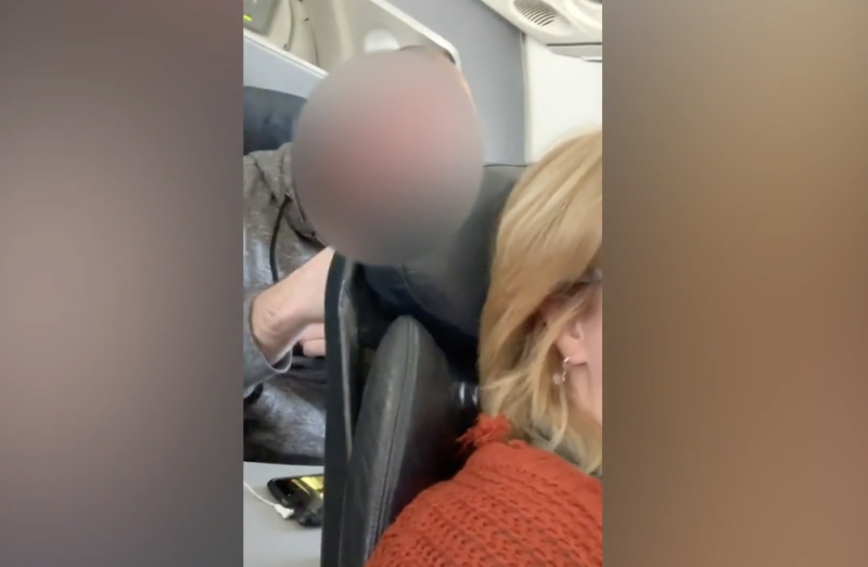Viral video of a man punching the back of woman's seat on airplane sparks a debate about reclining on flights. (Photo: Wendi Williams/Caters News Agency)