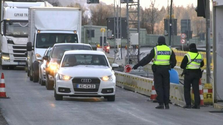 Police checks at border between Germany and Austria's Tyrol