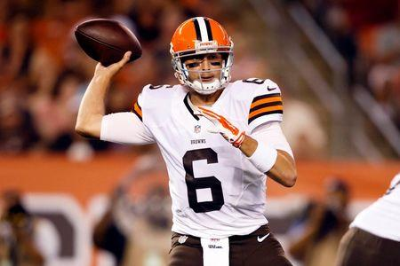 Cleveland Browns quarterback Brian Hoyer (6) looks to throw a pass in the first quarter against the St. Louis Rams at FirstEnergy Stadium. Mandatory Credit: Rick Osentoski-USA TODAY Sports