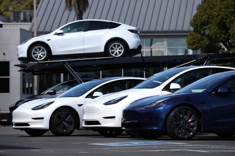 US auto sales increased modestly in April, but car manufacturing slowed