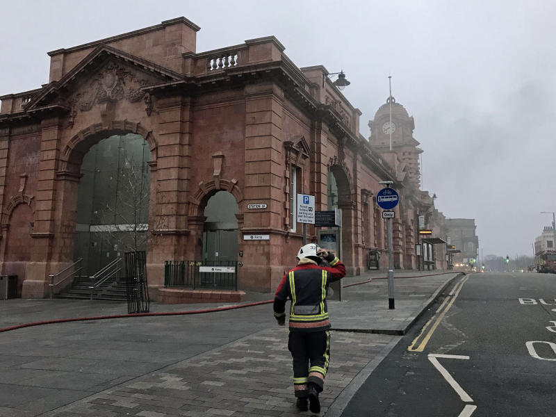 Huge blaze shuts down all services at Nottingham station