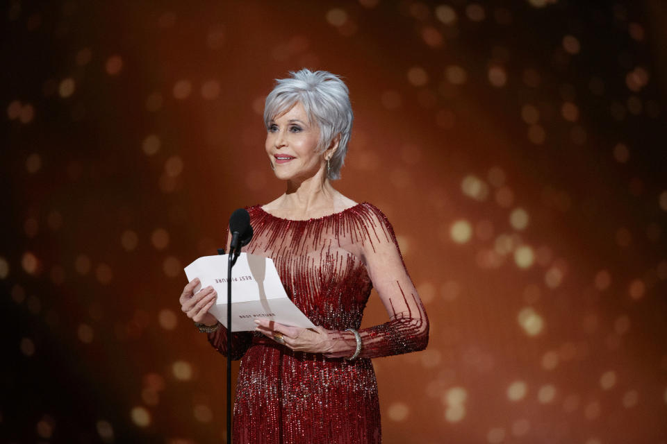 Jane Fonda rocked her new cropped grey look at the Oscars in February. (Getty Images)