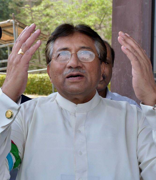 Pakistan's former military ruler Pervez Musharraf prays after he arrived at the Karachi International airport from Dubai, in Karachi on March 24, 2013. Pakistan's former military ruler Pervez Musharraf returned home after more than four years in exile, defying a Taliban death threat to contest historic general elections. AFP PHOTO/ AAMIR QURESHI