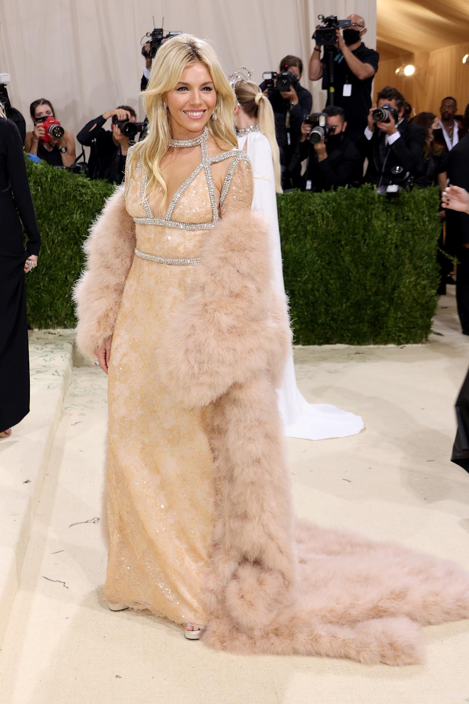 NEW YORK, NEW YORK - SEPTEMBER 13: Sienna Miller attends The 2021 Met Gala Celebrating In America: A Lexicon Of Fashion at Metropolitan Museum of Art on September 13, 2021 in New York City. (Photo by John Shearer/WireImage)