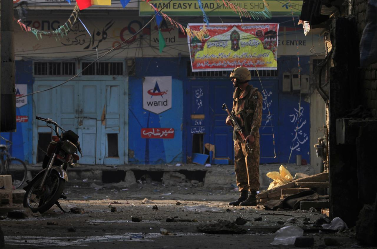 A Pakistani soldier stands guard near the site of a suicide blast in Rawalpini January 20, 2014. A Taliban suicide bomber killed 10 people in a crowded market on Monday near the Pakistani army headquarters in the city of Rawalpindi, not far from the capital Islamabad, police said. REUTERS/Faisal Mahmood (PAKISTAN - Tags: CIVIL UNREST POLITICS TPX IMAGES OF THE DAY)