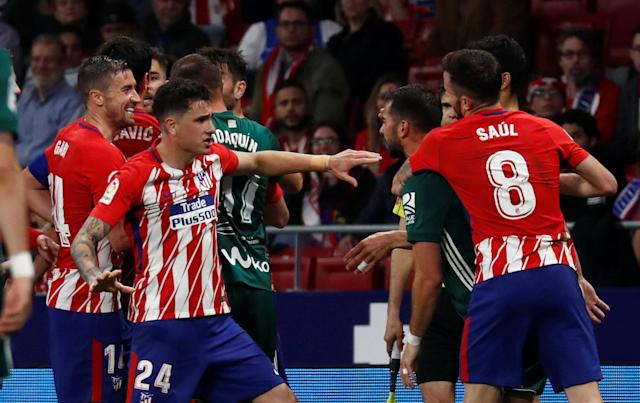 Soccer Football - La Liga Santander - Atletico Madrid v Real Betis - Wanda Metropolitano, Madrid, Spain - April 22, 2018 Atletico Madrid and Real Betis players clash REUTERS/Juan Medina