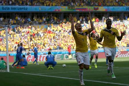 Colombia's Teofilo Gutierrez celebrates after scoring a goal, as Greece's players react, during the 2014 World Cup Group C soccer match between Colombia and Greece at the Mineirao stadium in Belo Horizonte June 14, 2014. REUTERS/Sergio Perez