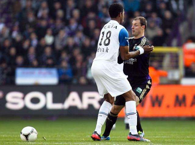Club Brugge's Ryan Donk (L) and Anderlecht's Milan Jovanovic fight for the ball during the Jupiler Pro League match between RSCA Anderlecht and Club Brugge, in Anderlecht, on January 15, 2012, on the 20th day of the Belgian football championship. (Photo by Belga/virginie Lefour -belgium Out-/AFP/Getty Images)
