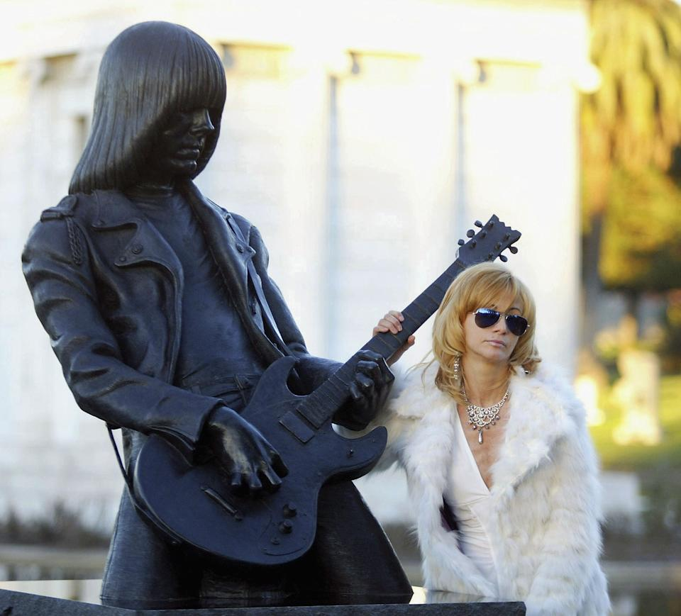 Linda Ramone at the unveiling of a statue in memory of Johnny Ramone at the Hollywood Forever Cemetery in 2005. (Photo: Matthew Simmons/Getty Images)