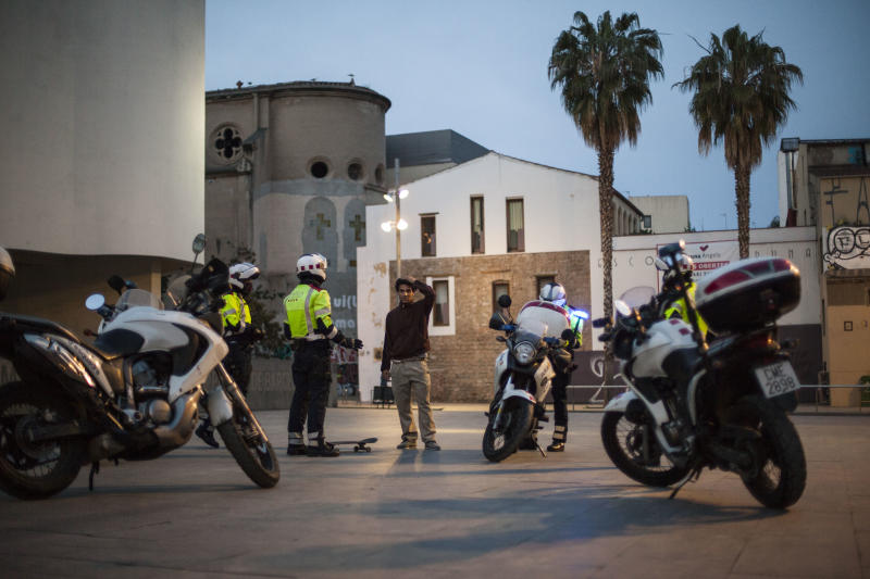 The Mossos Escuadra Motorized Police, they have a skater boy detained, fined for breaking the rules of confinement, in the square of the Museum of Contemporary Art of Barcelona, in the Raval neighborhood of Barcelona, Spain, on March 18, 2020. (José Colon for Yahoo News)