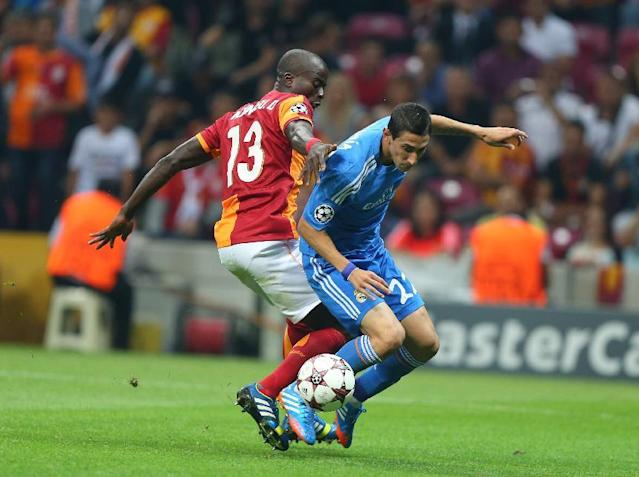 Angel Di Maria of Real Madrid, centre right, vies for the ball with Dany Nounkeu of Galatasaray, during their Champions League Group B soccer match, in Istanbul, Turkey, Tuesday, Sept. 17, 2013. (AP Photo)