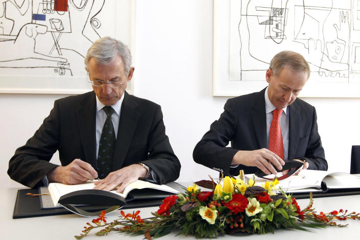 Peter Gottwald, German ambassador in Switzerland, left, and Michael Ambuehl, Switzerland's State Secretary for International Financial and Tax Matters, sign an additional protocol on a tax agreement between Germany and Switzerland in Bern, Switzerland, Thursday, April 5, 2012. (AP Photo/Keystone/Peter Klaunzer)