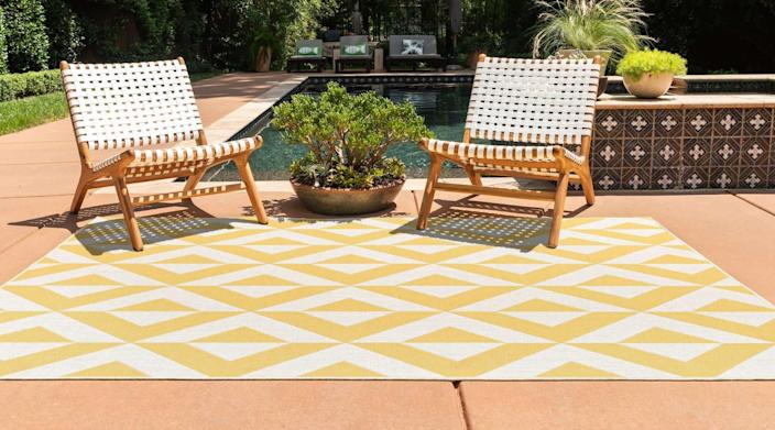 Outdoor rugs with fun patterns and colors can make the perfect complements to your other outdoor decor pieces.