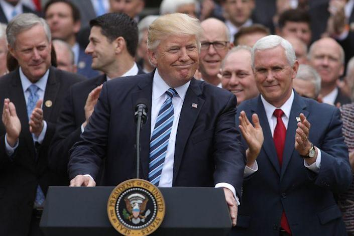 U.S. President Donald Trump (C) gathers with Vice President Mike Pence (R) and Congressional Republicans in the Rose Garden of the White House after the House of Representatives approved the American Healthcare Act, to repeal major parts of Obamacare and replace it with the Republican healthcare plan, in Washington, May 4, 2017. (Photo: Carlos Barria/Reuters)