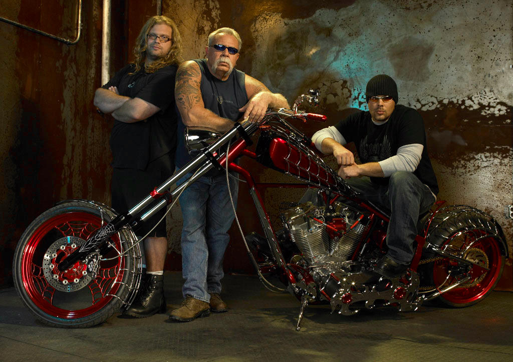 "<b>""<a href=""http://tv.yahoo.com/american-chopper/show/35891"">American Chopper</a>""</b> (Discovery) <br><br> <a href=""http://tv.yahoo.com/news/discoverys-american-chopper-ending-run-202009760.html"" target=""_blank"">Read More</a>"