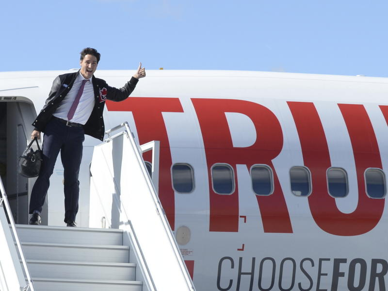 Liberal leader Justin Trudeau boards his campaign plane in Ottawa on Sunday, September 29, 2019. (Ryan Remiorz/The Canadian Press via AP)