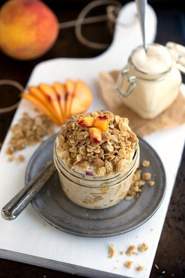 Peach Streusel overnight oats