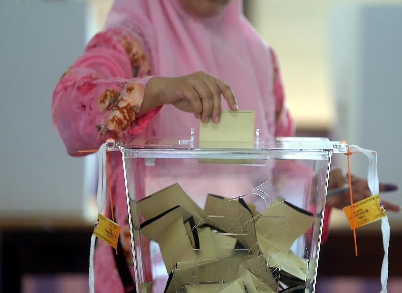 According to political analysts, Umno will emerge the winner if statewide polls are called in Melaka, given the party's more prominent history and grassroots support there. — File picture by Farhan Najib Yusoff