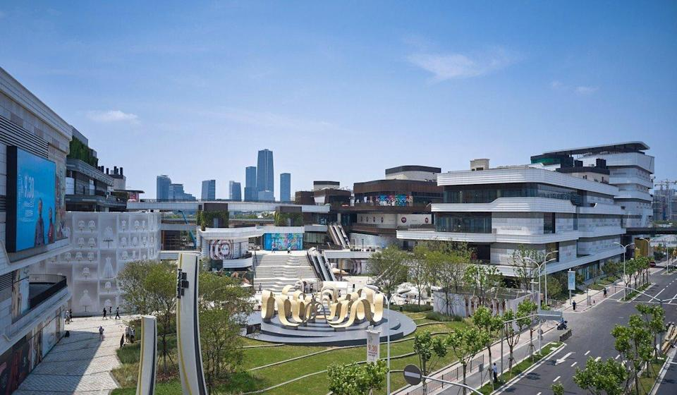Taikoo Li Qiantan's retail complex features a wide expanse of open green space and lanes across the ground level and rooftop. Photo: Handout