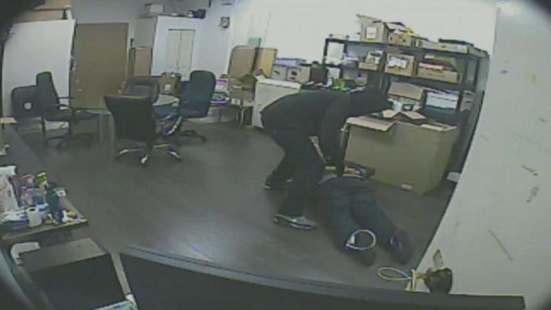 Robbers Wielding Guns, Machetes and Tasers Target Cell Phone Stores