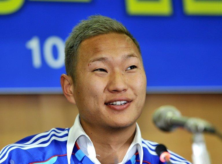 North Korean striker Jong Tae-Se  is unveiled as a Suwon Bluewings player in Seoul on January 10, 2013